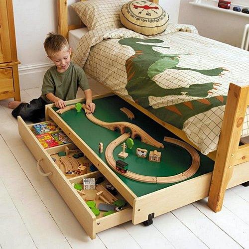 arquitrecos sob a cama brinquedos via babyology