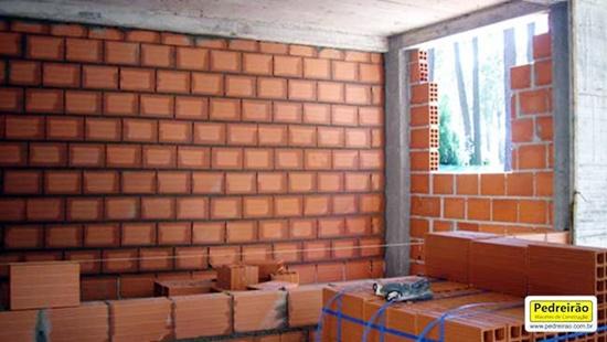 parede-alvenaria-vedacao-construcao-tijolo-ceramico-pedreiro-pedreirao