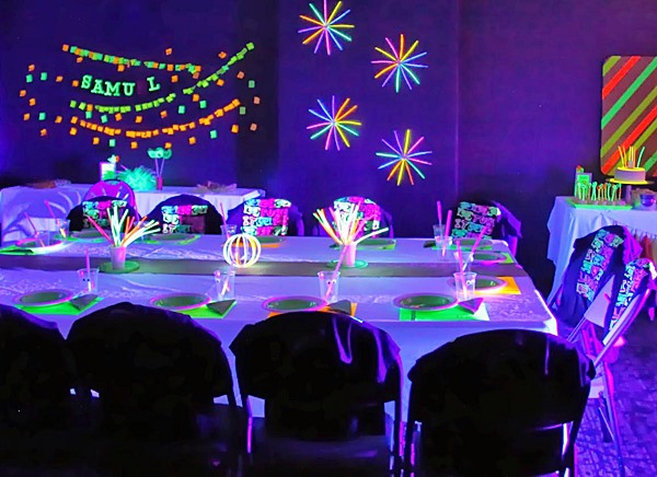 Festa neon cool-party-themes-for-13-year-olds
