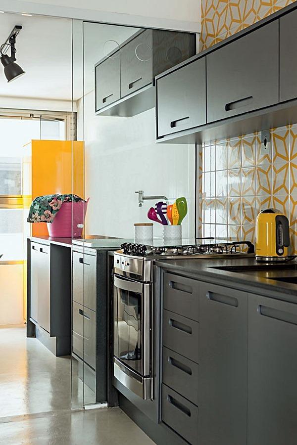 casaejardim dividir-cozinha-lavanderia-area-de-servico-porta-vidro-incolor