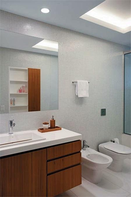 10 Banheiros e Lavabos com Branco e Madeira  Simples Decoracao  Simples Dec -> Banheiro Moderno Branco