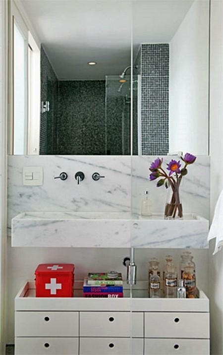 02 Banheiros Pequenos E Bem Resolvidos Pictures to pin on Pinterest -> Banheiro Decorado Com Pia De Marmore
