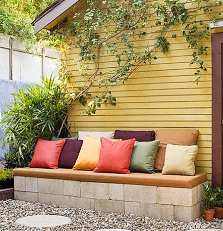 decoist Cinder-block-bench-with-pillows