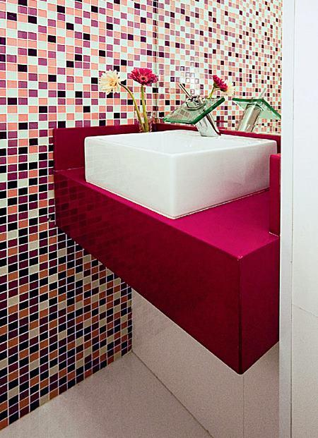 #474654 E quem não tem um lavabo ou banheiro pequenoSimples Decoração 450x621 px banheiros pequenos decoração simples