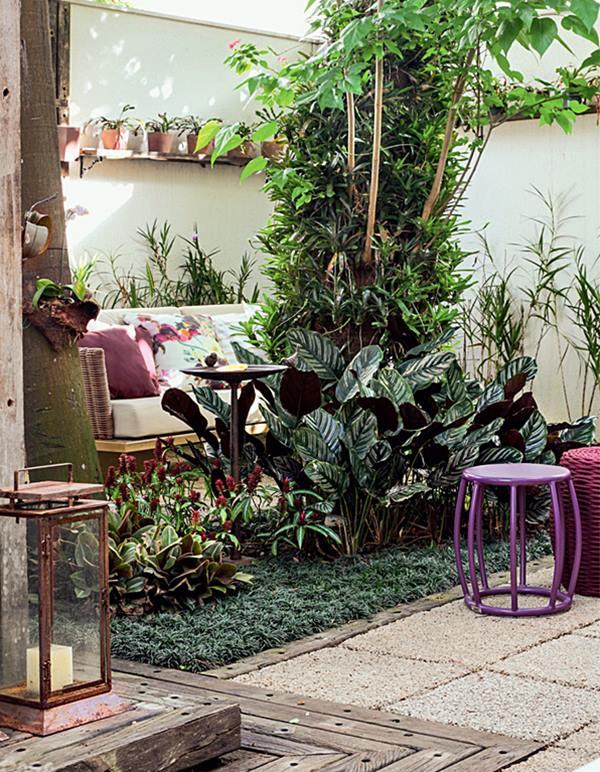 05-jardim-tem-arvores-frondosas-flores-e-cantos-de-estar