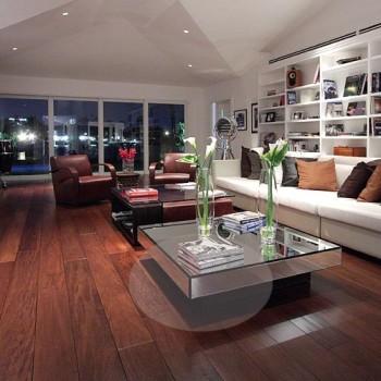 sala estante piso madeira