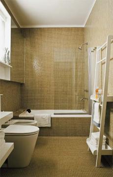 banheiro pastilha dourada