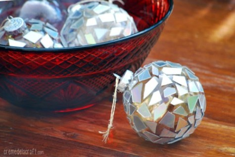 shelternessdiy-mosaic-ornaments-of-old-cds-1-500x334
