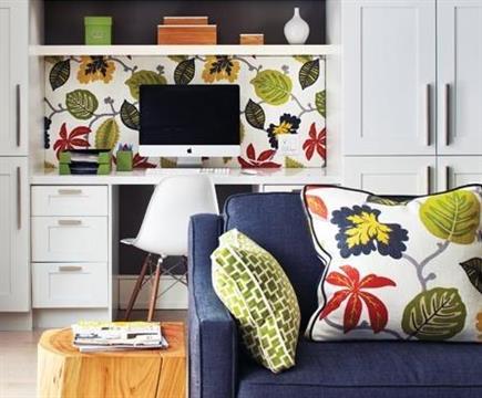 Sala pequena e colorida