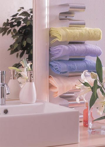 storage-ideas-in-small-bathroom-12Shelterness