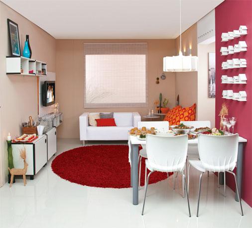 Como decorar uma sala comprida e estreita?