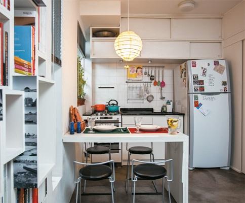 05-apartamento-pequeno-estante-divisoria