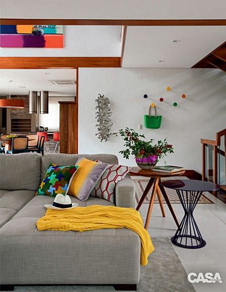 04-casa-em-florianopolis-tem-decoracao-despojada-a-beira-da-lagoa