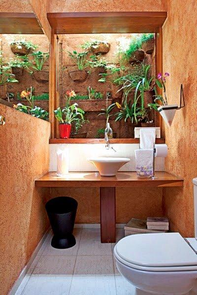 espelho_na_janela_-_banheiro_-_arquitrecos_via_altenburg