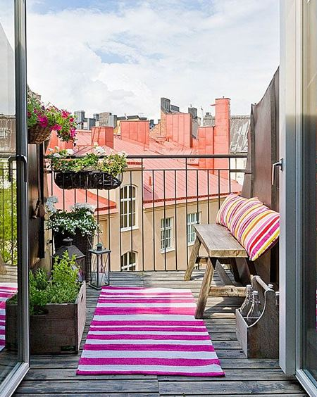 homedit pink-carpet-swedish-balcony