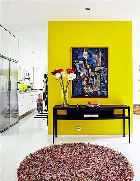 kitchen_yellow_entry_wall_white_concrete_floors_hus_o_hem_cococozy