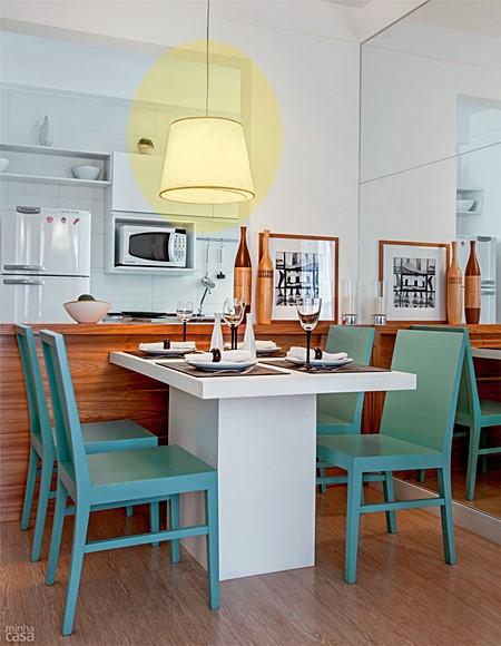 sala de jantar pequena espelhada