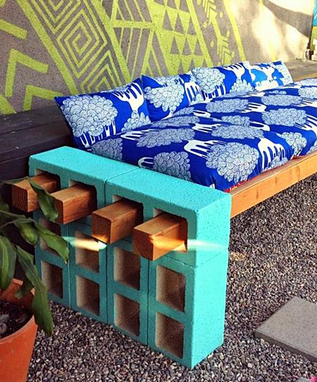 VM DesignbloggOutdoor-Bench-Made-from-Painting-Upcycled-Cinder-Blocks-and-Carcassing-Timber-786x1024
