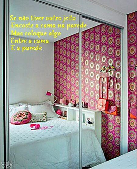 03-quarto-de-blogueira-ganha-charme-com-papel-de-parede-estampado