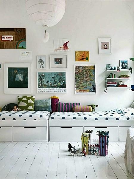 handmadecharlotte1-kids-rooms-twin-beds