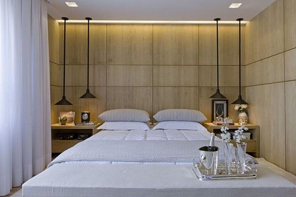 assimeugosto decoracao-quarto-parede-painel-madeira-clara-recortes-600x399