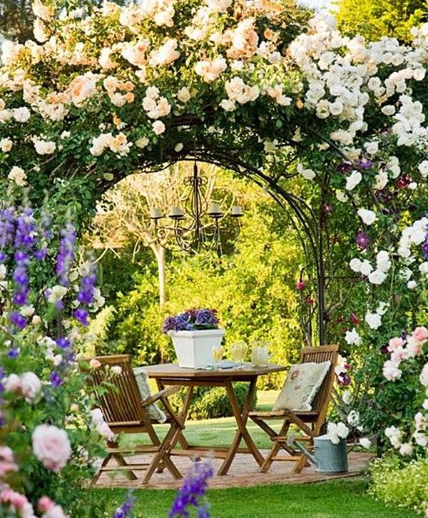 caramanchão no jardim