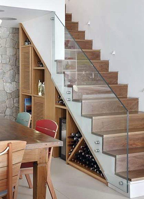 espaço embaixo de escada