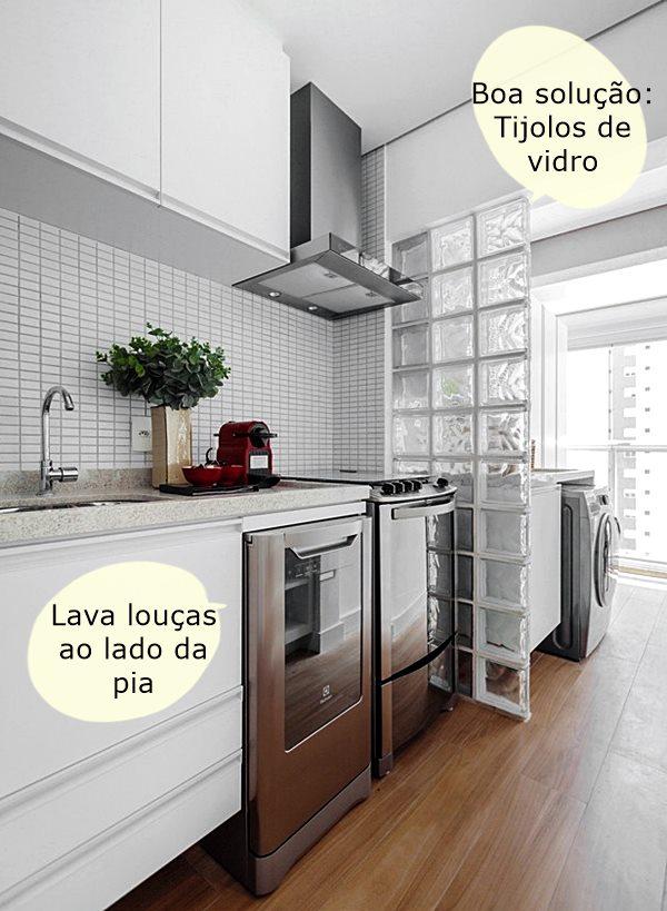 revistacasaejardimcozinha-armarios-lavandeira-ambientes-integrados-coifa-piso-de-madeira-bancada-pia-torneira-fogaoA