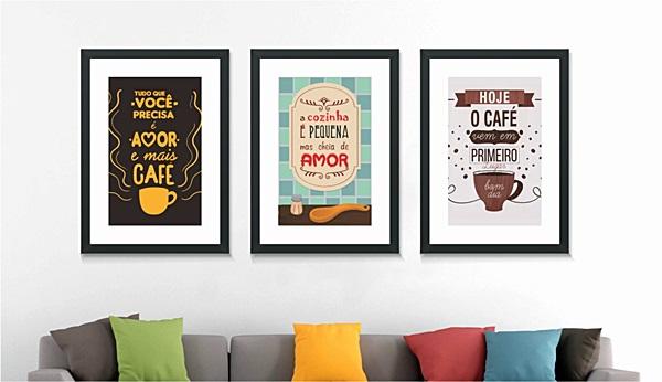 posters na sala de estar