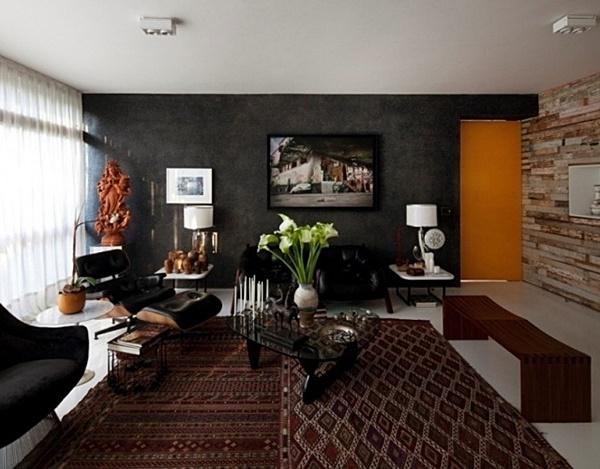 sala com sofá preto na parede preta