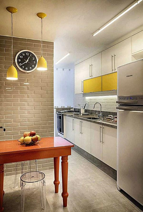 Espaço de refeição na cozinha pequena 14