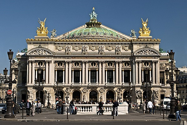 024px-Paris_Opera_full_frontal_architecture,_May_2009