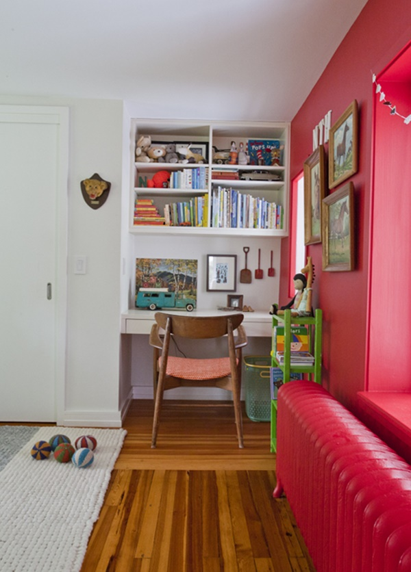 pequeno escritório na entrada da casa