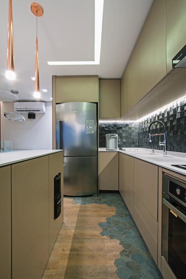 iluminação da cozinha luz central pendente e luz de trabalho
