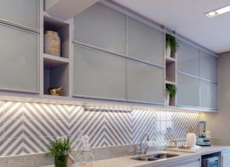 cozinha pequena iluminada