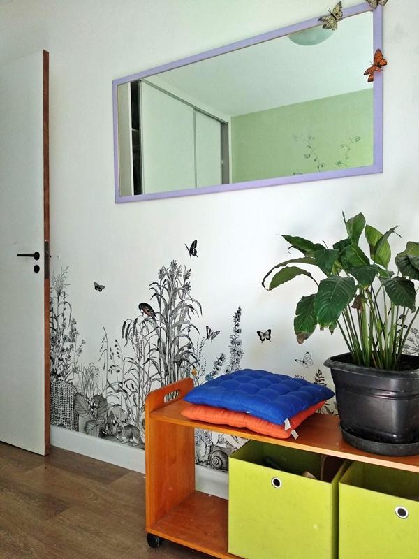 quarto com papel de parede