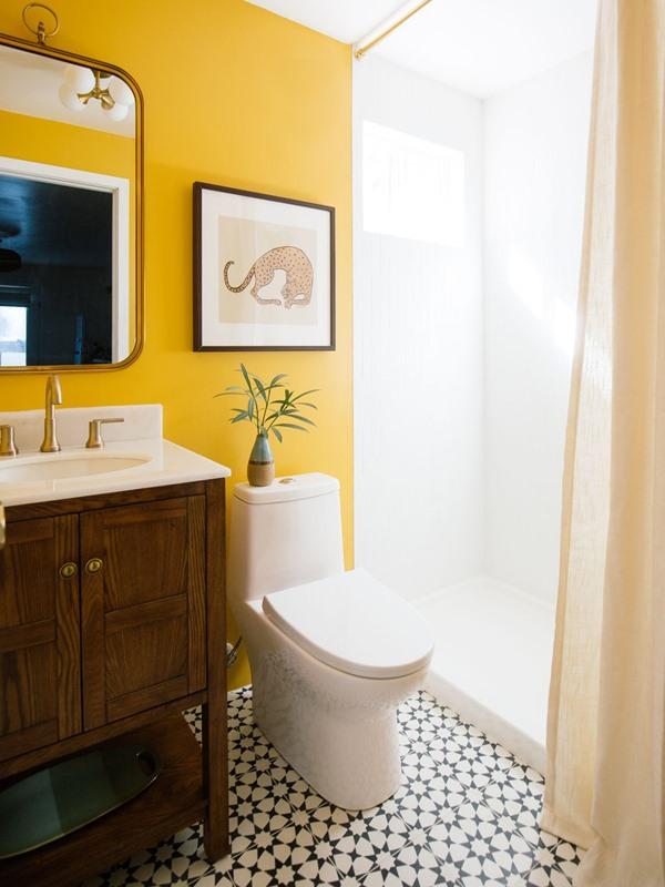 banheiro parede amarela