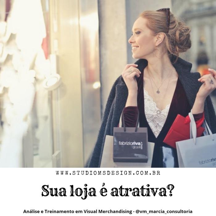mulher carregando bolsas