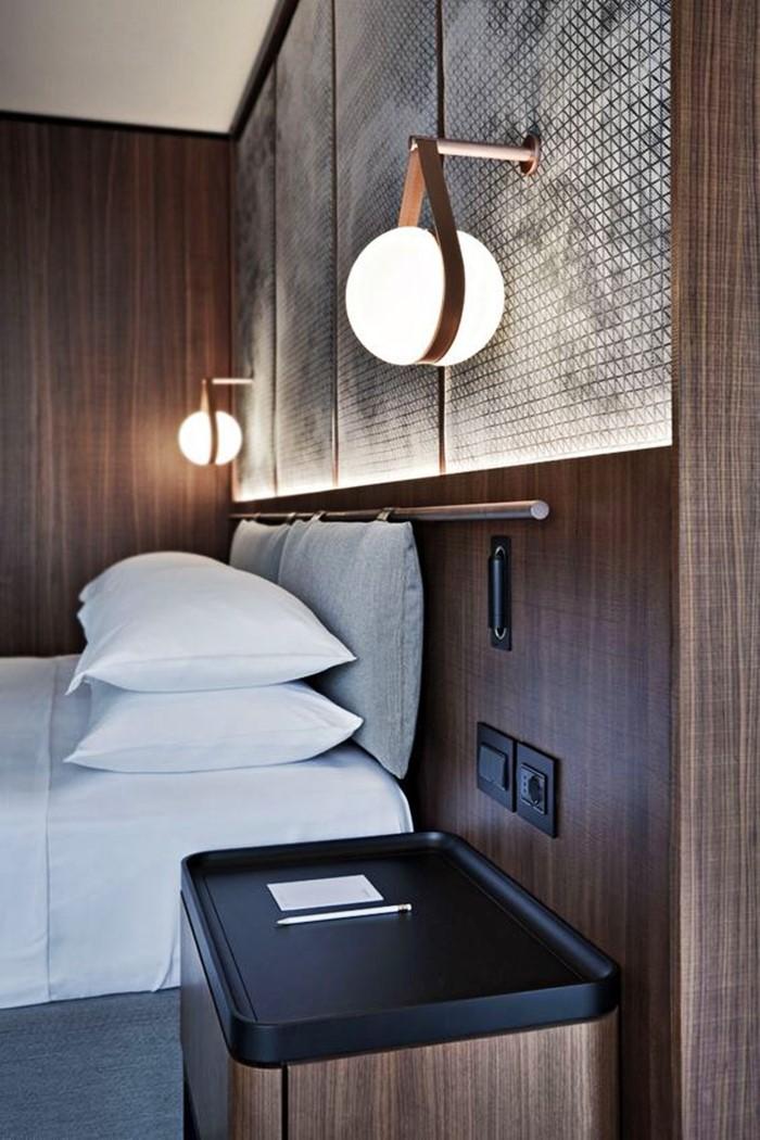 quarto com iluminação leitosa nas laterais cinza e madeira