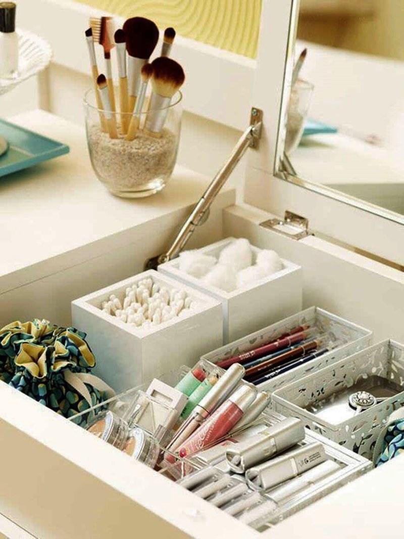 produtos de maquiagem na gaveta