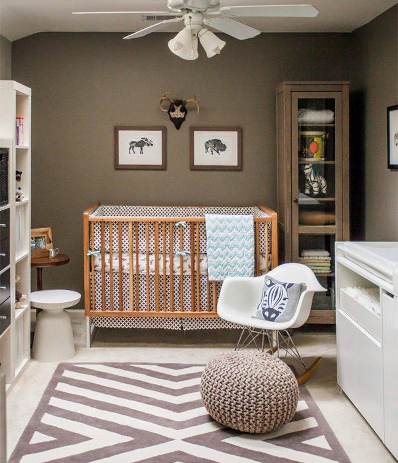 quarto de bebê marrom e branco