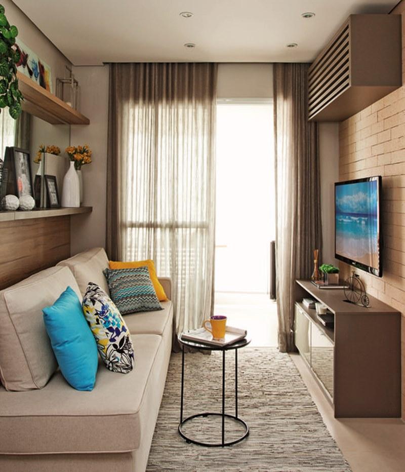 Sala pequena em cores neutras e azul