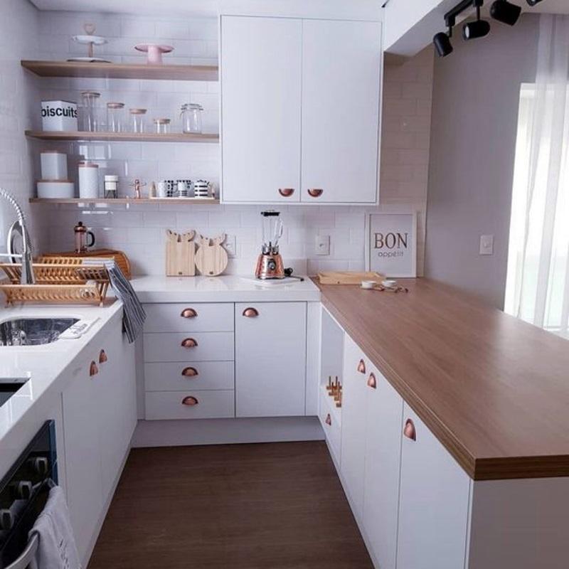 cozinha estilo provençal branca e madeira