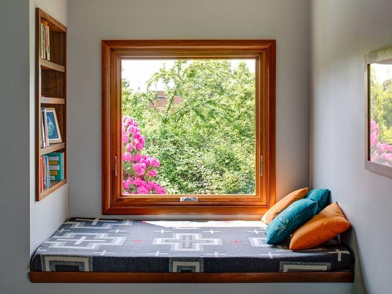 Cantinho para ler perto da janela