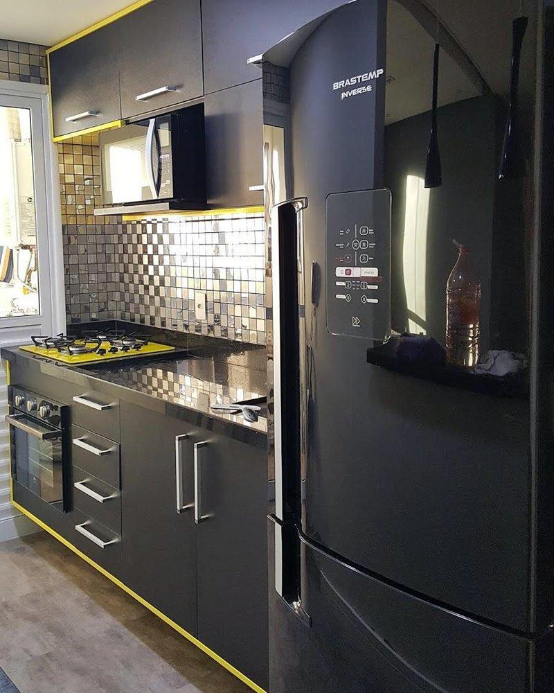 cozinha pequena em preto e cinza