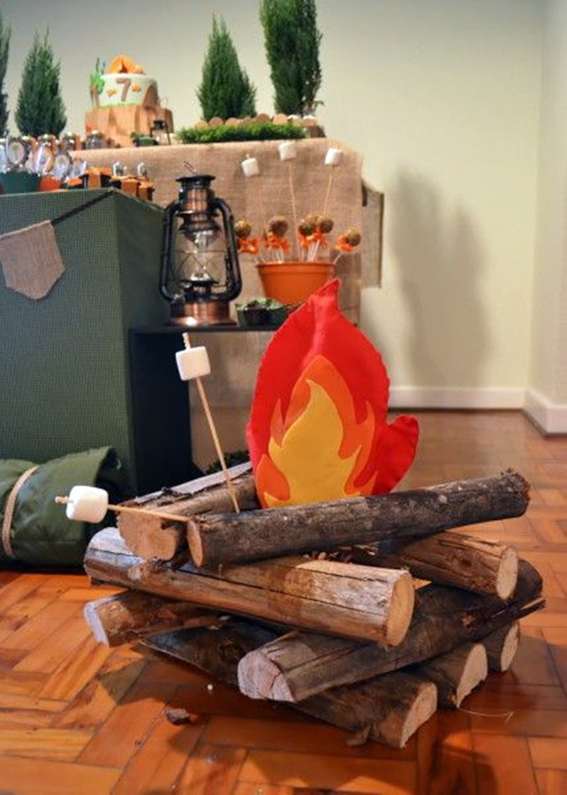 festa junina em casa decoração fogueira fake