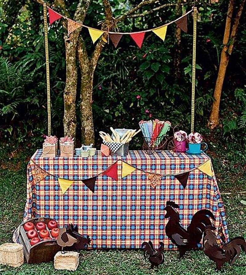 festa junina em casa mesa com toalha xadrez