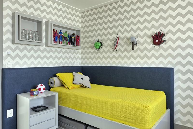 Cabeceira estofada em azul no quarto de criança