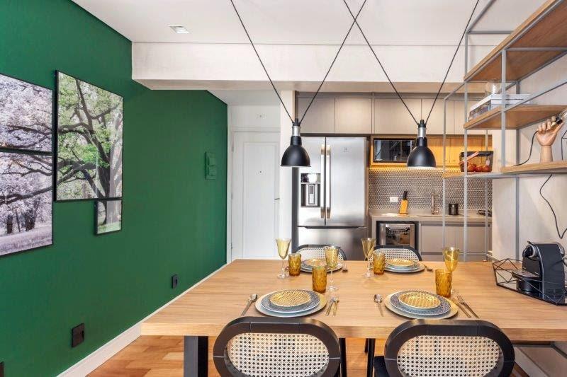 Cozinha verde neutros e madeira