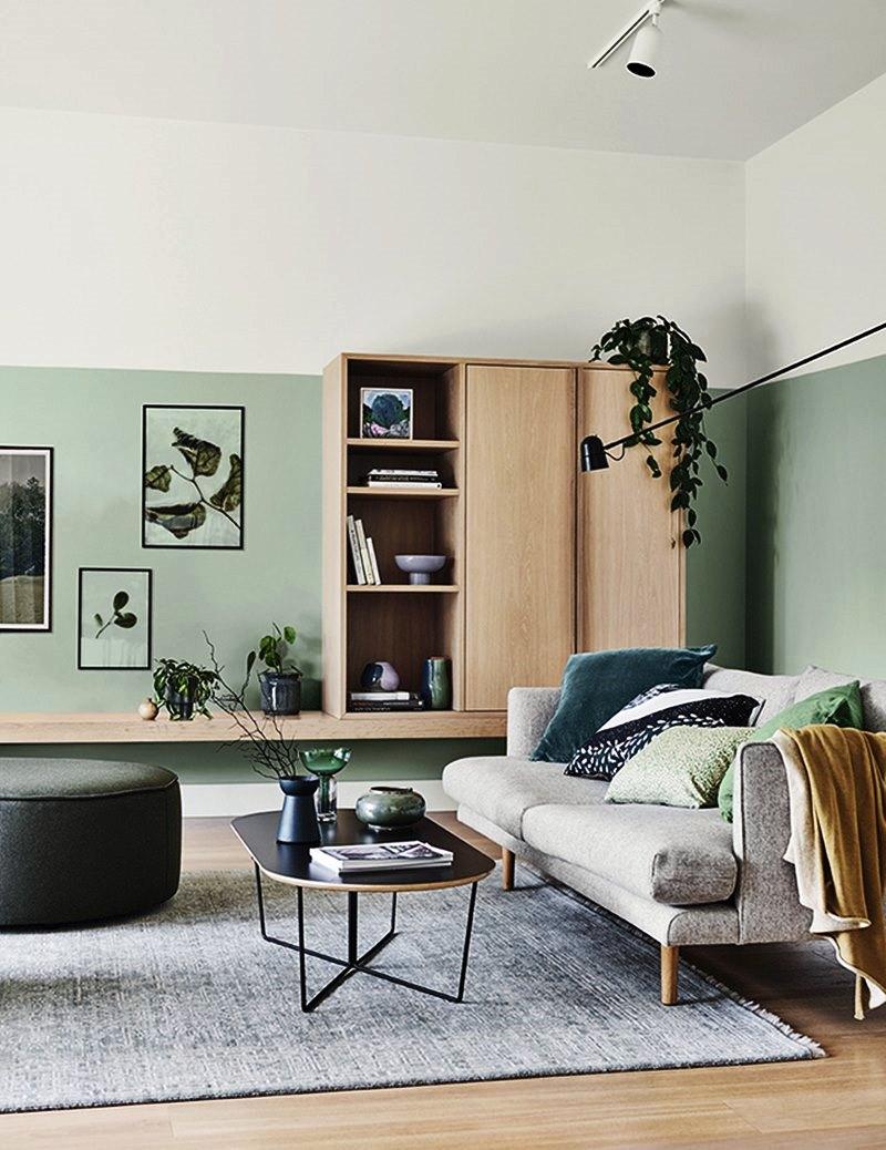 Sala em verde branco madeira e cinza